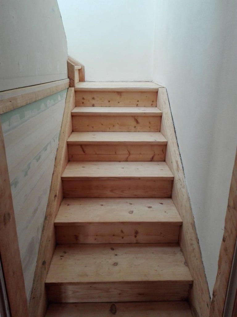 Alte Holztreppe abschleifen