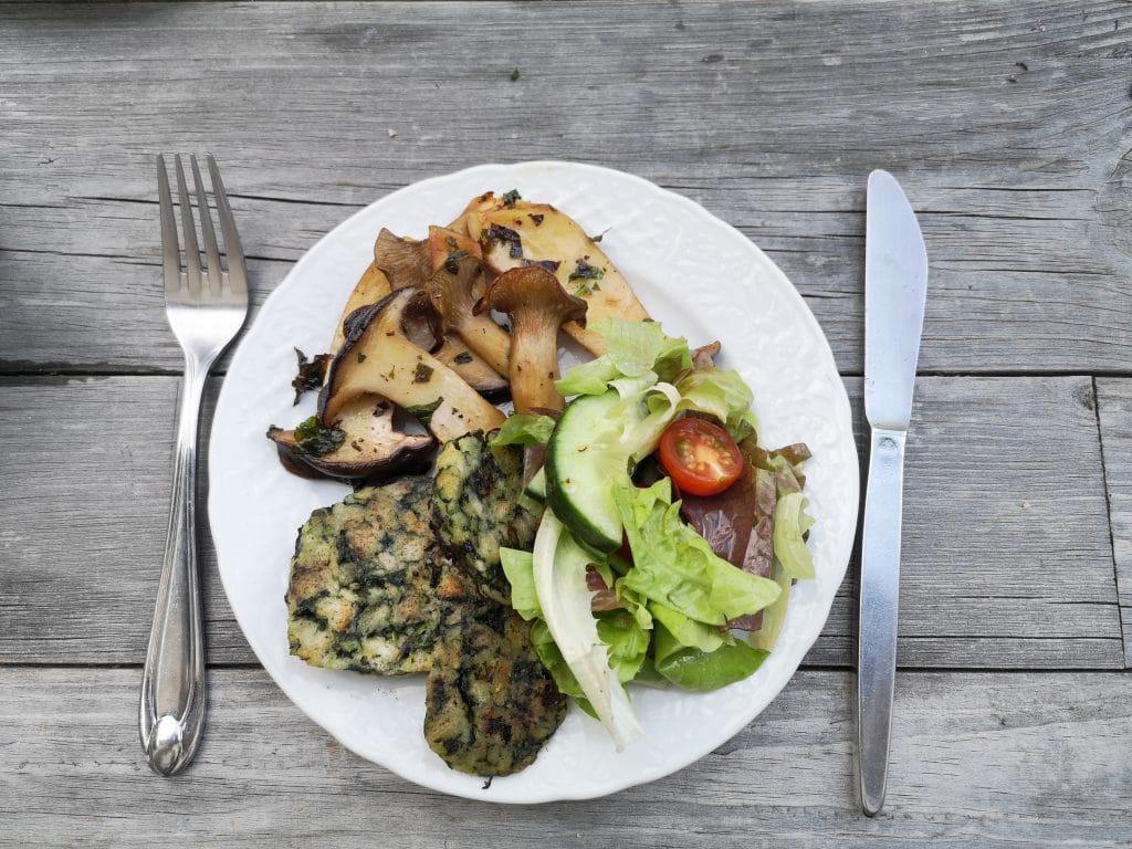 Gegrillte Kräuterseitlinge mit Salat