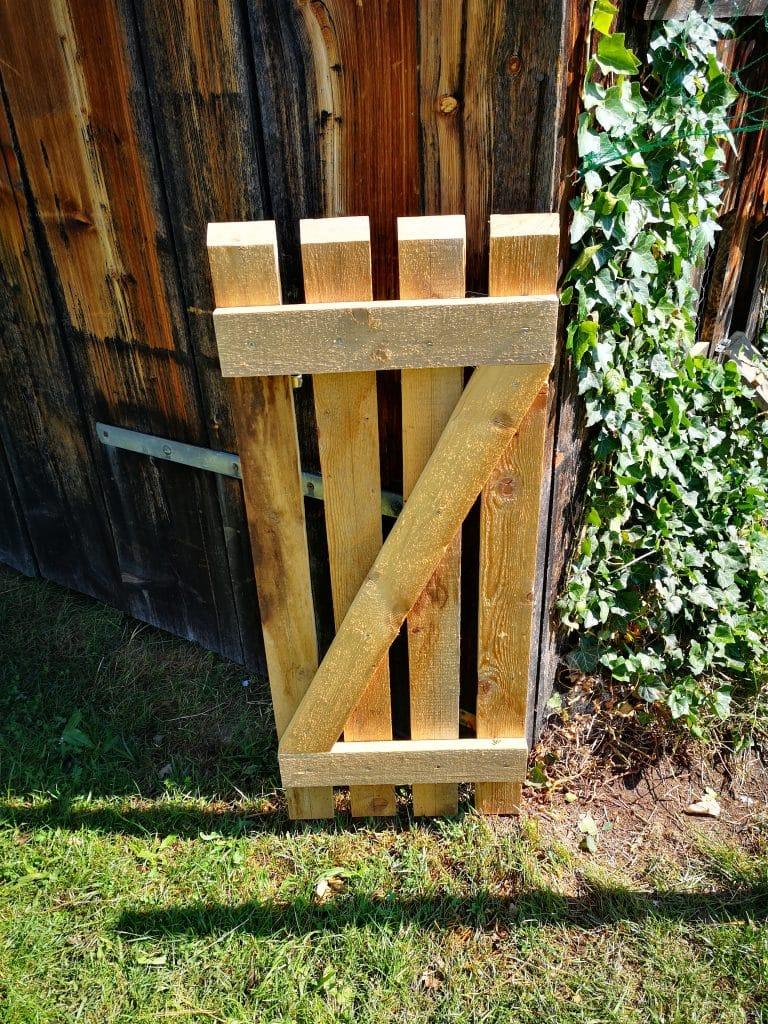 Tür für Hühnergehege aus Paletten selber bauen